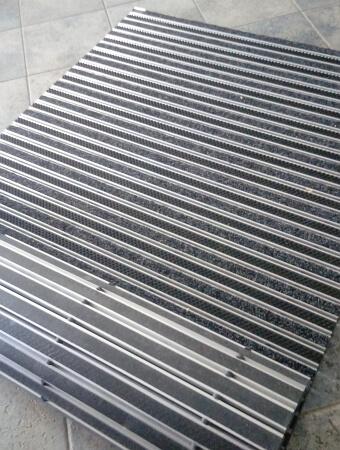 wycieraczka aluminiowa zwijalna