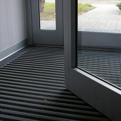 Wycieraczka systemowa aluminiowa na zewnątrz