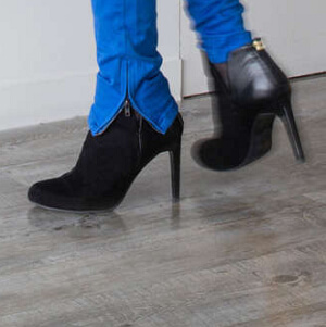 Różne typy obuwia nawykładzinie obiektowej